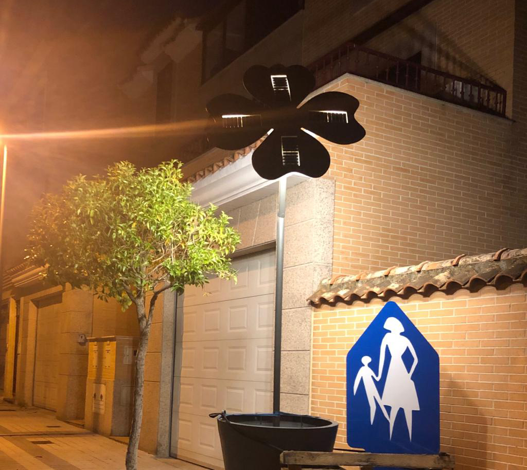 Nuevo modelo MACETERO con farol autónomo. iluminación por leds
